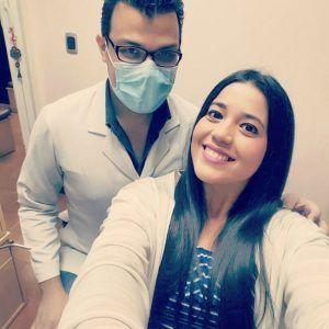Luis Marcano, Odontólogo en Caracas, atendiendo a Pableysa Ostos