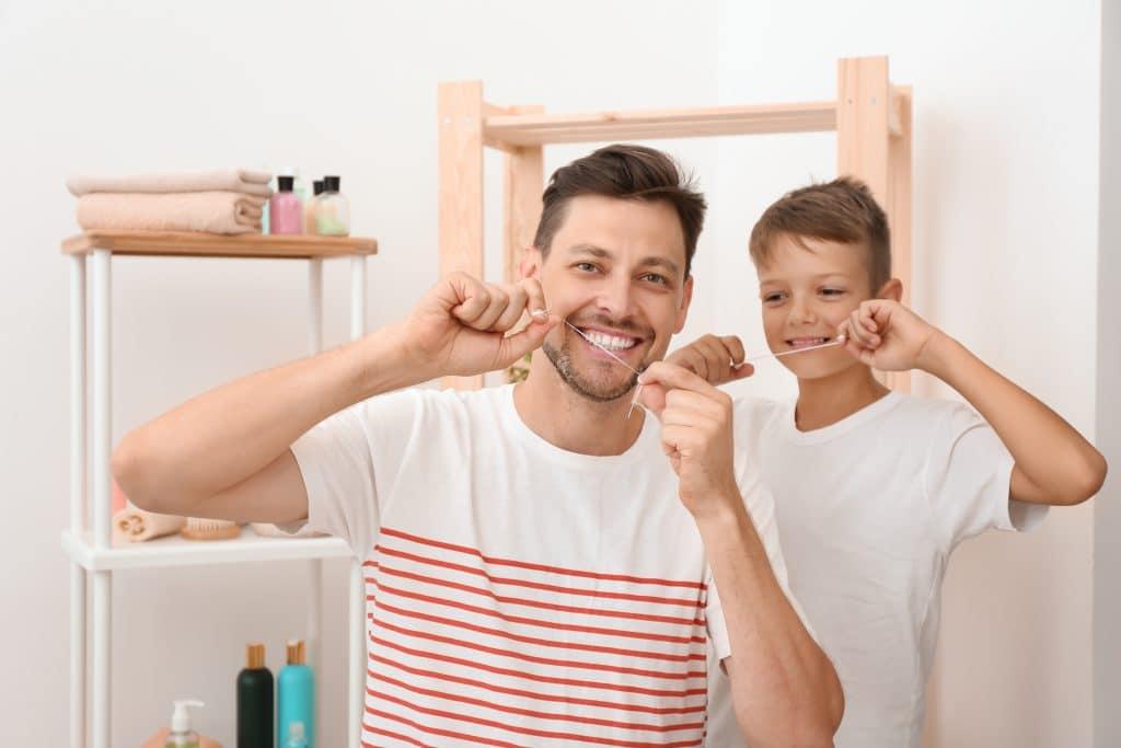 Uso del hilo dental en niños